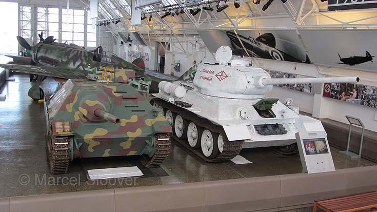 Jagdpanzer 38(t) Hetzer and BMDB T-34/85