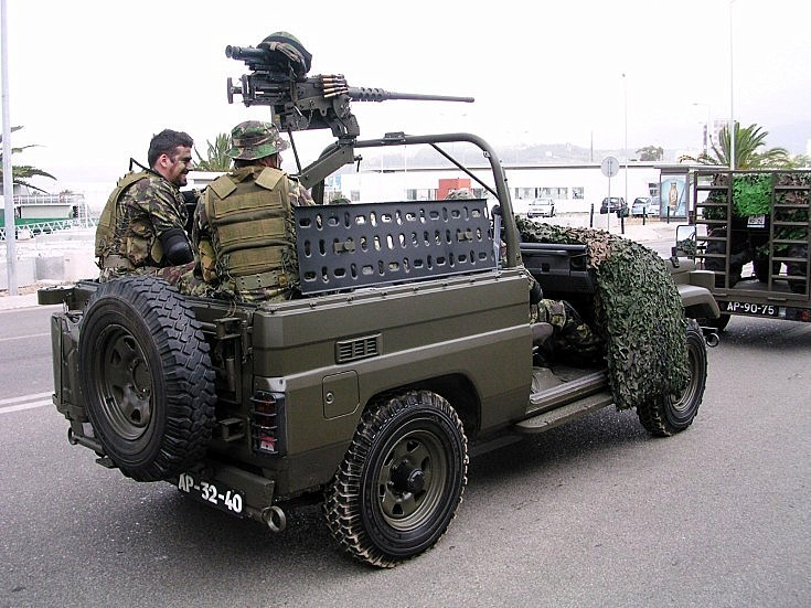 Toyota with commandos