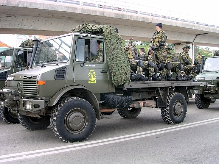 Military vehicle photos mercedes benz unimog for Mercedes benz military vehicles