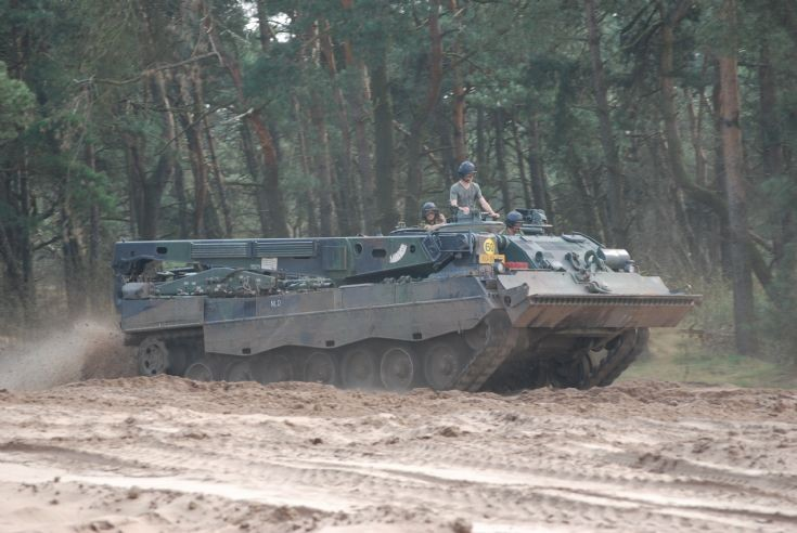 Leopard 2 recovery tank