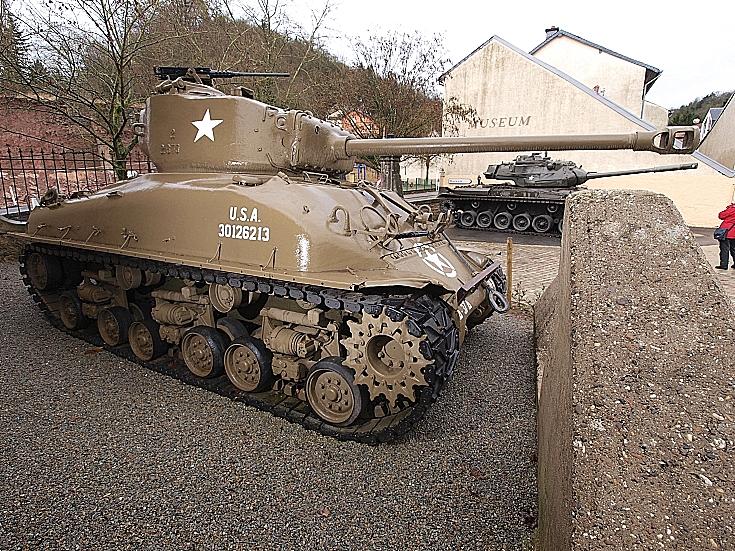 M4 behind tank baricade