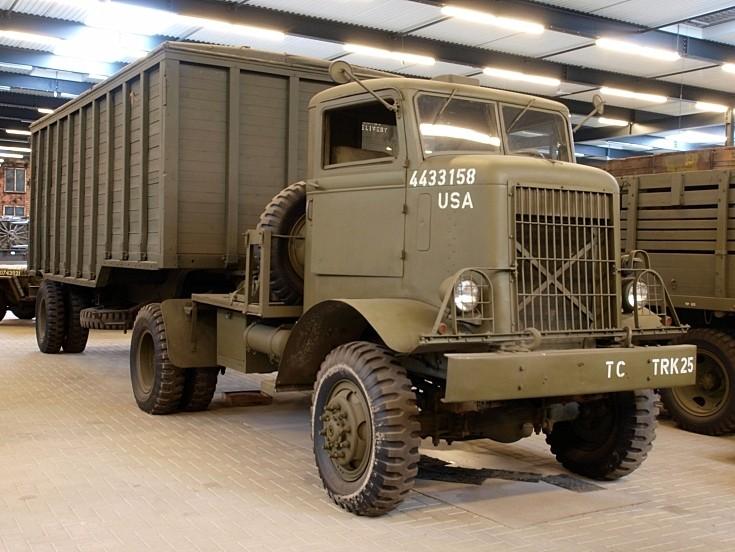 Autocar U7144T truck