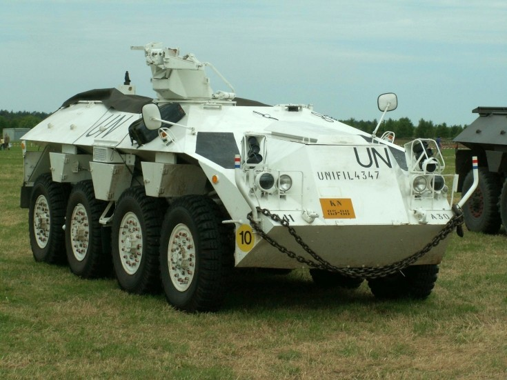 Dutch 6x8 armoured car Unifil 4347