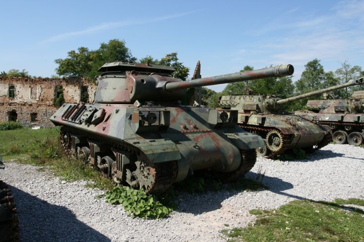 Self propelled cannon M-36