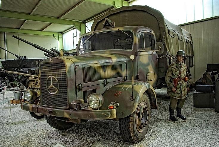 Military vehicle photos military mercedes lorry for Mercedes benz military vehicles