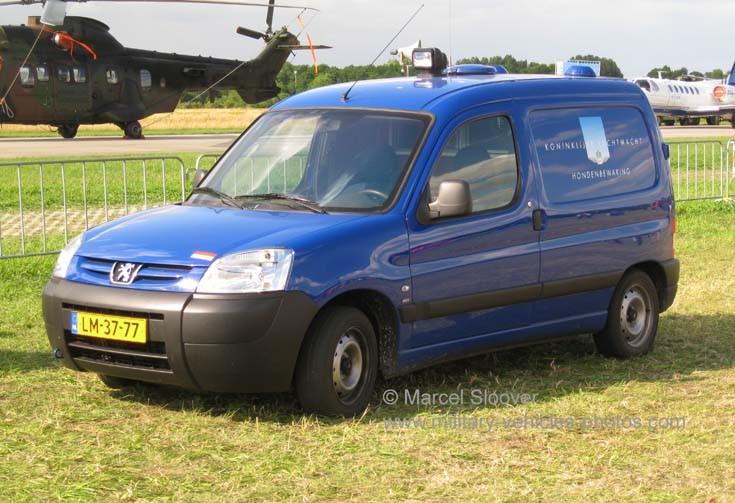 Peugeot Partner Dog security Air force