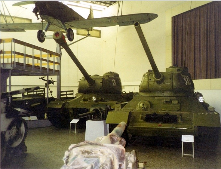 IS-2 and T-34/85