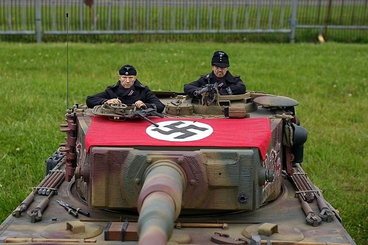 Tank commander and gunner SdKfz 181