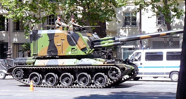 CANON 155 AUF1 at Défilé militaire