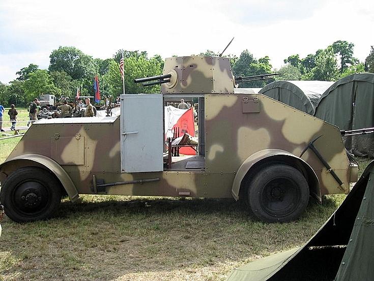 Side view of Armored car design 29 Ursus (Replica)