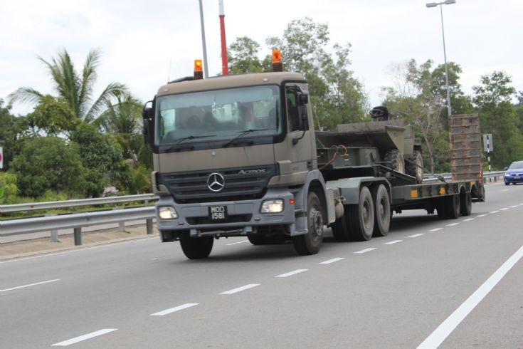 Military Vehicle Photos Mercedes Actros Tractor With Load