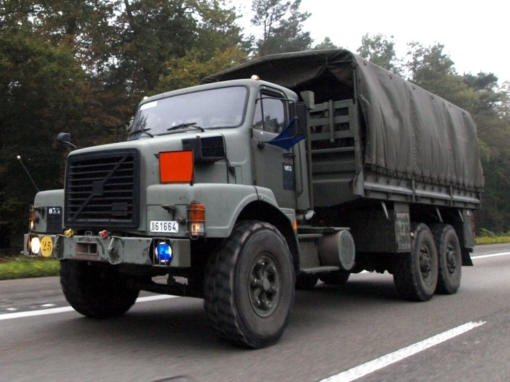 Military Vehicle Photos - Truck convoy