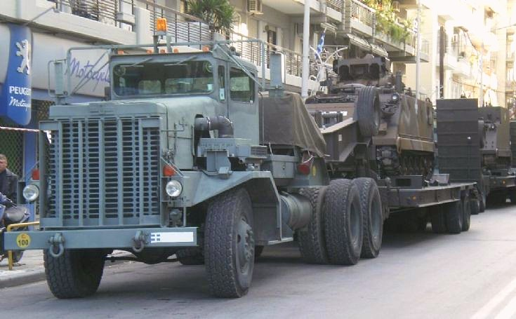Oshkosh transporter 8x6 in Greek service
