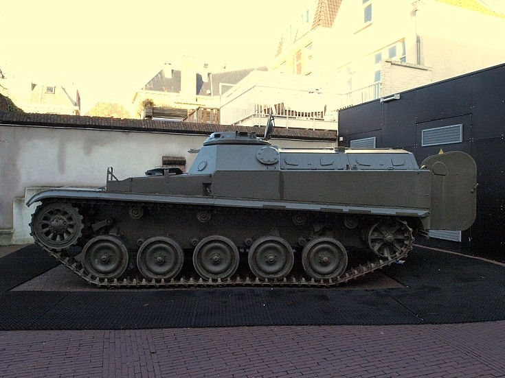 Side view of AMX 13