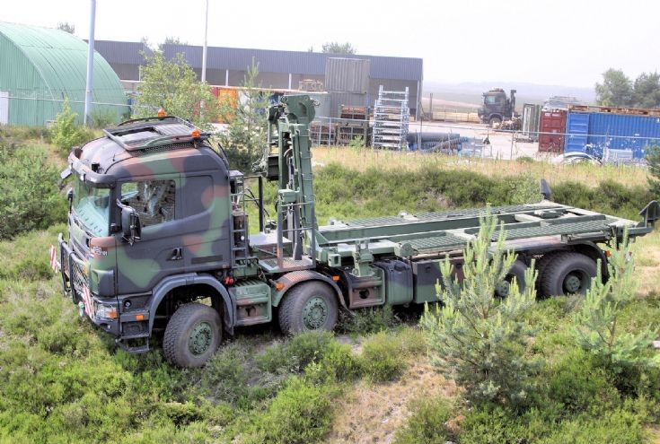Scania P124 CB420 WLS in action
