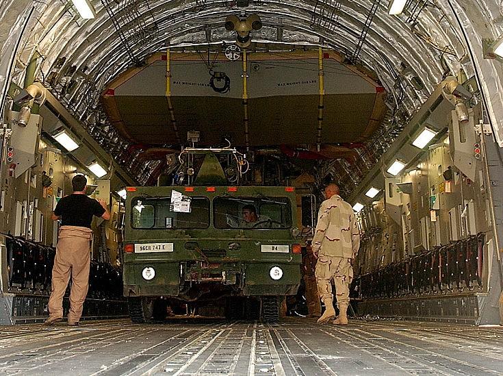 Loading a C-17 Globemaster