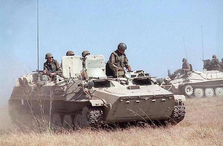 800px-MT-LB_US_Marines