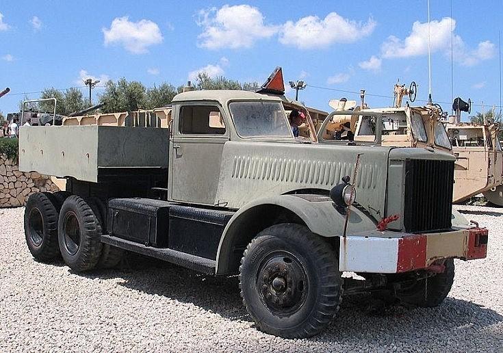 Diamond T truck