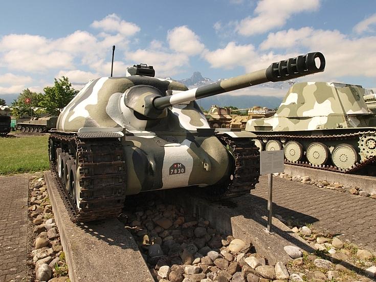 Nahkampfkanone II at Thun Army Museum