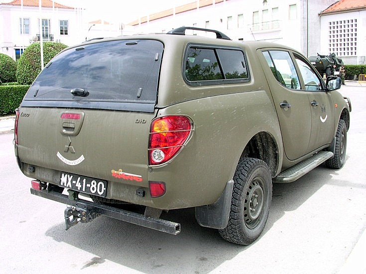 Green Mitsubishi L200