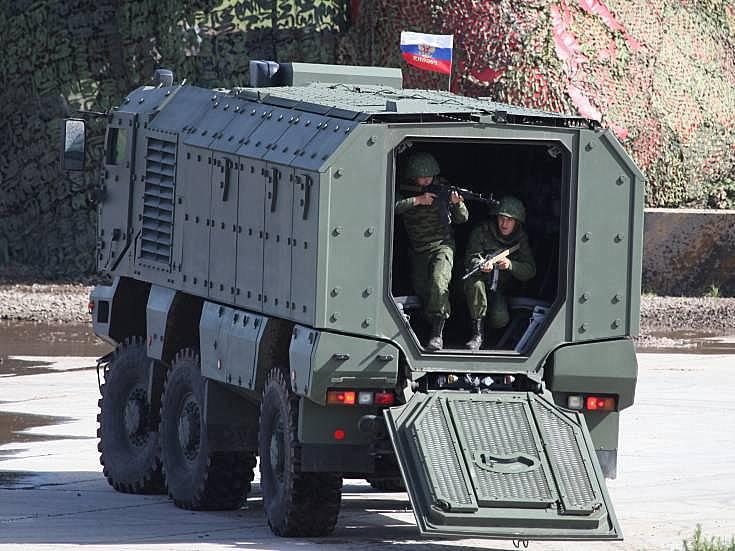 Military Vehicle Photos - KAMAZ-63968 Tayfun APV